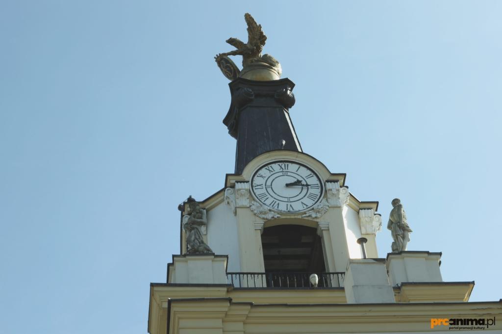 Zegar pałacowy z najstarszym mechanizmem zegarowym w Polsce na bramie Pałacu Branickich