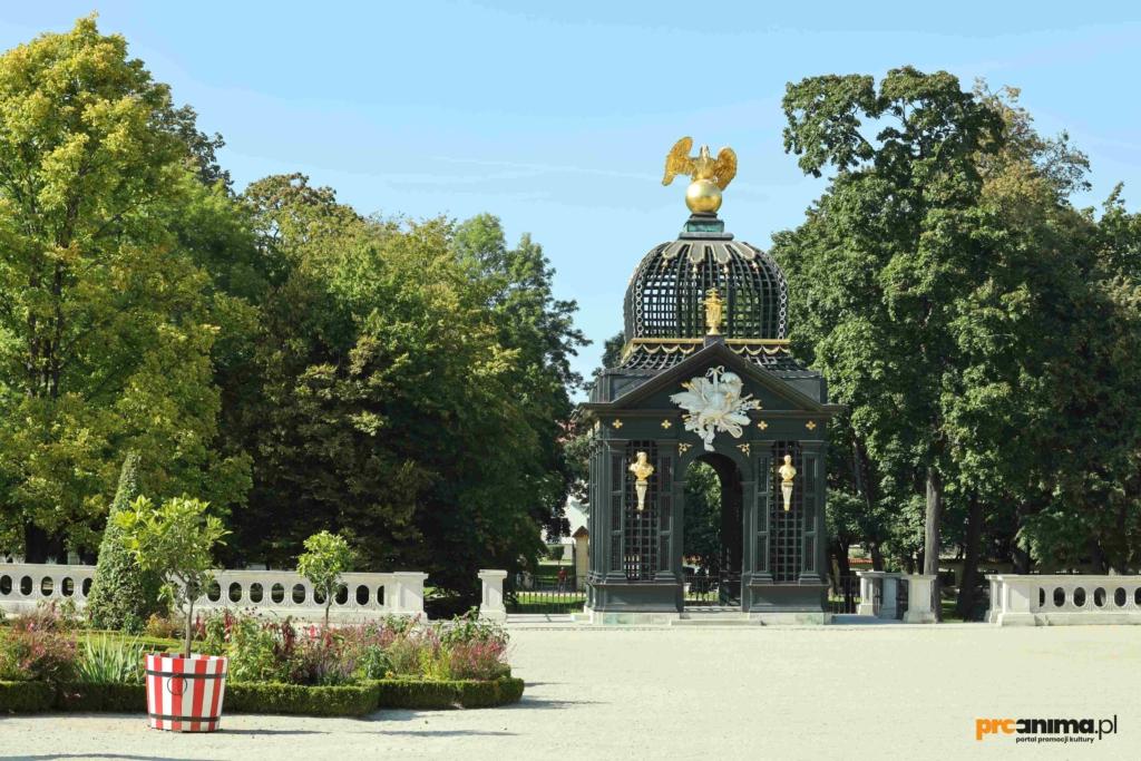 Co warto zobaczyć w Białymstoku Ogrody Pałacu Branickich Białystok, altana / pawilon pod orłem